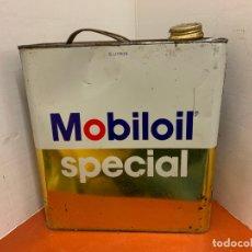 Coches y Motocicletas: ANTIGUA LATA DE ACEITE PARA AUTOMOVIL. MOBIL OIL SPECIAL. MIDE APROX 25CMS ALTURA. Lote 182680593