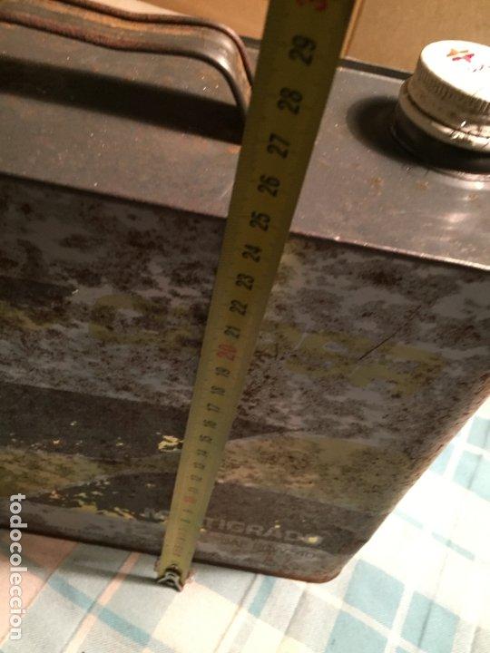 Coches y Motocicletas: Antigua lata de aceite marca Cepsa multigrado años 60-70 - Foto 10 - 183724682
