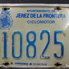 Coches y Motocicletas: PLACA DE MATRICULA PARA CICLOMOTOR DE JEREZ DE LA FRONTERA. Lote 184384845