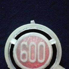Coches y Motocicletas: ANAGRAMA SEAT 600. Lote 194280027
