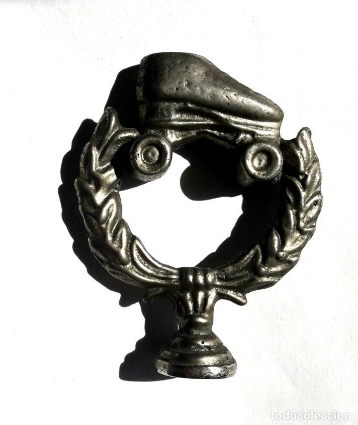 Coches y Motocicletas: Vintage Ornamento de automovil con imagen de antiguo patin. Quizás la unicaen el mercado. Car mascot - Foto 3 - 195580346