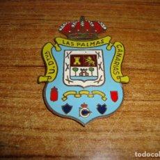Coches y Motocicletas: (REF-001) ANTIGUA PLACA CHAPA PARA COCHE DE LATON ESCUDO UNION DEPORTIVA LAS PALMAS. Lote 196139347