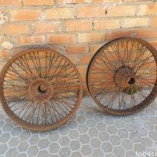 Coches y Motocicletas: PAREJA DE LLANTAS DE COCHE ANTIGUO. Lote 196141092