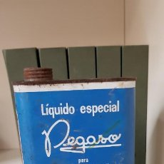 Coches y Motocicletas: ANTIGUA LATA DE LIQUIDO ESPECIAL PEGASO. Lote 213617408