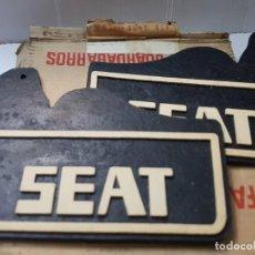 Coches y Motocicletas: FALDILLAS GUARDABARROS SEAT 850 EN CAJA ORIGINAL. Lote 215483975