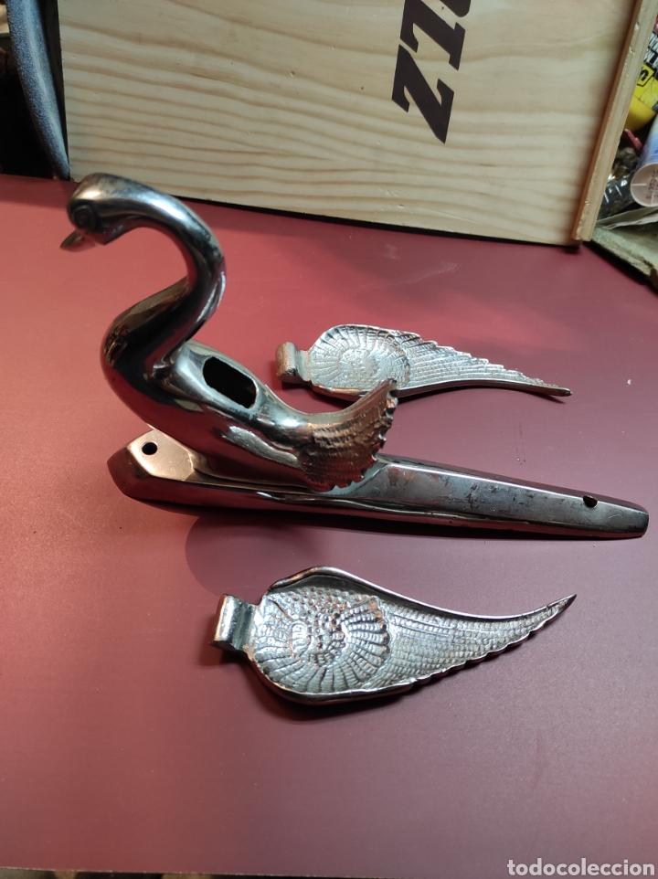 Coches y Motocicletas: Emblema capo vehículo en forma de cisne con alas desmontables - Foto 5 - 222074578