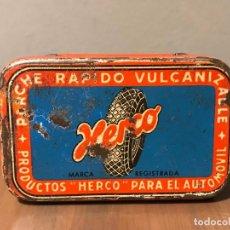 Coches y Motocicletas: ANTIGUA CAJA DE PARCHES HERCO - PARCHE RÁPIDO VULCANIZABLE - AÑOS 40. Lote 222284833