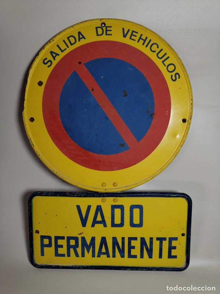 Coches y Motocicletas: SEÑAL PLACA TRAFICO -SALIDA VEHICULOS Y VADO PERMANENTE FABRICADA POR TUBAUTO 1960-67 - Foto 2 - 224283895