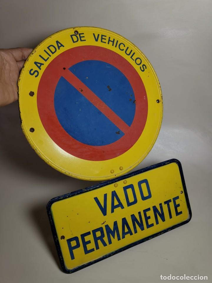 Coches y Motocicletas: SEÑAL PLACA TRAFICO -SALIDA VEHICULOS Y VADO PERMANENTE FABRICADA POR TUBAUTO 1960-67 - Foto 4 - 224283895