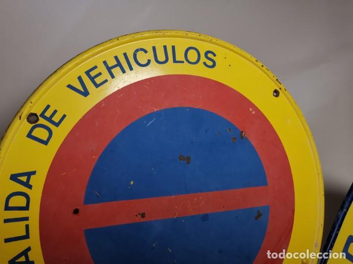 Coches y Motocicletas: SEÑAL PLACA TRAFICO -SALIDA VEHICULOS Y VADO PERMANENTE FABRICADA POR TUBAUTO 1960-67 - Foto 8 - 224283895