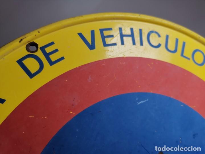 Coches y Motocicletas: SEÑAL PLACA TRAFICO -SALIDA VEHICULOS Y VADO PERMANENTE FABRICADA POR TUBAUTO 1960-67 - Foto 9 - 224283895