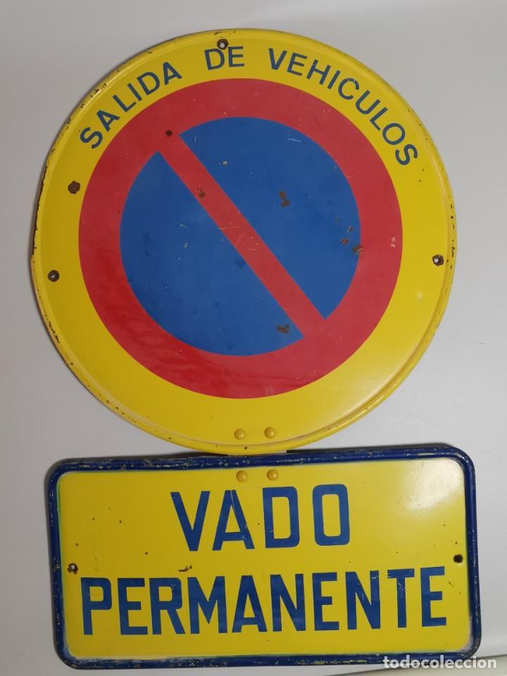 Coches y Motocicletas: SEÑAL PLACA TRAFICO -SALIDA VEHICULOS Y VADO PERMANENTE FABRICADA POR TUBAUTO 1960-67 - Foto 17 - 224283895