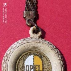 Coches y Motocicletas: LLAVERO ANTIGUO EMBLEMA OPEL 1950.. Lote 225738026