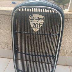 Coches y Motocicletas: CALANDRA RADIADOR PEUGEOT 201. Lote 239839565