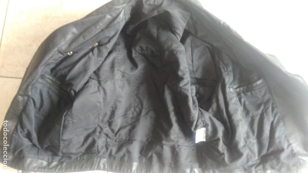 Coches y Motocicletas: Cazadora de cuero antigua tipo motorista chaqueta piel rockero - Foto 2 - 241668315