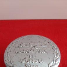 Coches y Motocicletas: ANTIGUO TAPON CROMADO DERBI 50CC. Lote 245944580