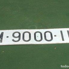 Automobili e Motociclette: MATRICULA ANTIGUA DE MADRID M - 9000 - IK DE 50 CMS. DE LARGO X 11 DE ANCHO. Lote 250253470