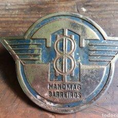 Coches y Motocicletas: CHAPA INSIGNIA HANOMAG BARREIROS. Lote 270571533