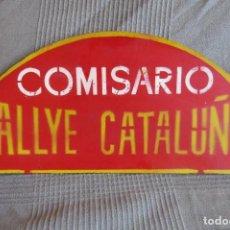 Coches y Motocicletas: ANTIGUO CARTEL ORIGINAL - COMISARIO RALLYE CATALUÑA - PLACA DE CARTON. Lote 276491263