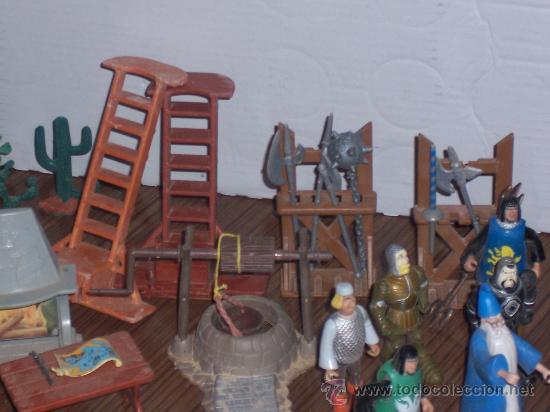Repuestos y piezas: LOTE DE 10 PERSONAJES Y MAS DE 50 COMPLEMENTOS PARA EL CASTILLO DISNEY ADVENTURES - Foto 5 - 26860769