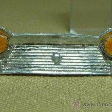 Repuestos y piezas: CALANDRA O PARRILLA Y FAROS, AUTOMOVIL DE PLASTICO, SEAT 1500, GOZAN, ESPAÑA. Lote 21533083