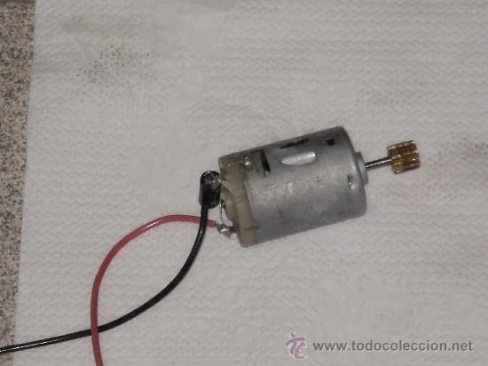 MOTOR ELECTRICO A 12 V . PARA COCHE MODELISMO ( FUNCIONANDO ) . (Juguetes - Repuestos y Piezas)