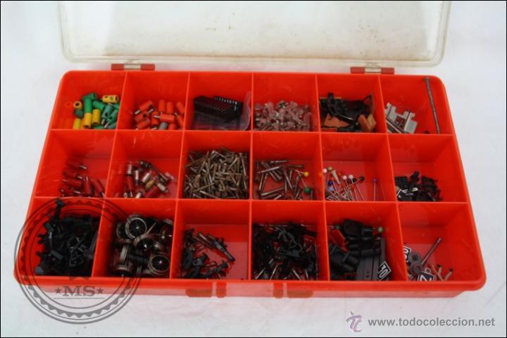 Caja con numerosas piezas de repuesto y accesor comprar for Piezas de repuesto
