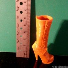 Repuestos y piezas: FIGURA PVC - BOTA COLOR MARON MUÑECA. Lote 70698810