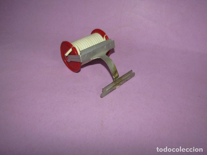 Repuestos y piezas: Antiguo Soporte Rulo con Manguera de Camión de Bomberos en Metal y Plástico - Foto 2 - 225570355