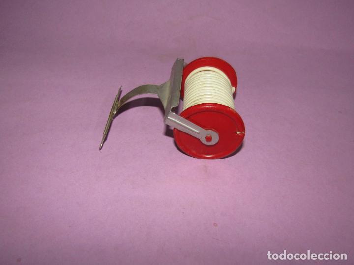 Repuestos y piezas: Antiguo Soporte Rulo con Manguera de Camión de Bomberos en Metal y Plástico - Foto 5 - 225570355