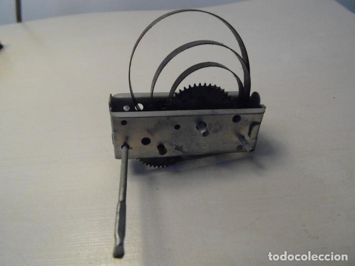Repuestos y piezas: Motor de cuerda para juguete. Funcionando. - Foto 3 - 228903130