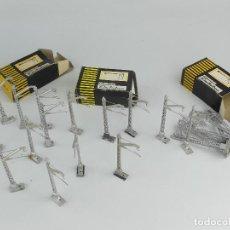 Peças sobresselentes e peças: CAJA CON VARIOS POSTES EECTROTREN. Lote 275743923