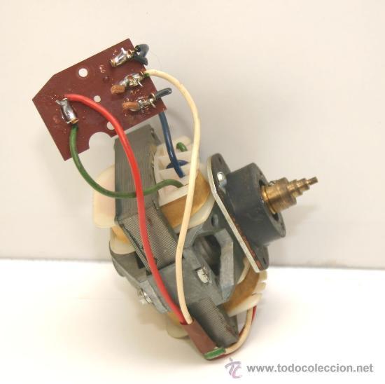 Radios antiguas: MOTOR PLATO GIRADISCOS TURNTABLE PE ver fotos, , funcionando correctamente - Foto 2 - 67894494