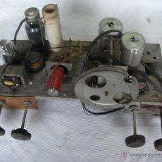 Radios antiguas: ANTIGUO CHASIS CON COMPONENTES DE RADIO PILOT - DESCONOZCO MODELO. Lote 45807948