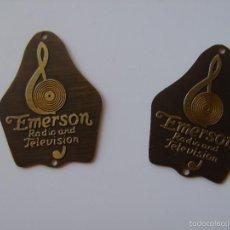 Radios antiguas: DOS CHAPAS IDÉNTICAS DE LATÓN O BRONCE DE RADIO EMERSON SIN USO.. Lote 86057398