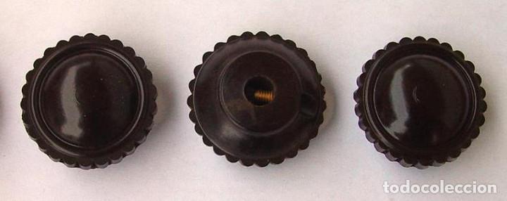 3 BOTONES DE MANDO PARA RADIO ANTIGUA DE VALVULAS....SANNA (Radios, Gramófonos, Grabadoras y Otros - Repuestos y Lámparas a Válvulas)