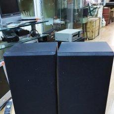 Radios antiguas: PAREJA DE ALTAVOCES AKAI SW-M800. LOS GRAVES ESTÁN ROTO. TAMAÑO 56X25 CM. Lote 95039739
