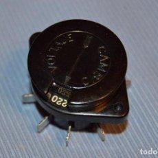 Radios antiguas: CONMUTADOR TENSIÓN O VOLTAJE 125/220 - PARA RADIOS O AMPLIFICADORES ANTIGUOS DE VÁLVULAS - BAKELITA. Lote 197361326