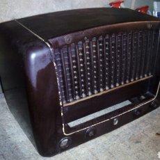 Radios antiguas: MUEBLE DE RADIO PHILIPS,BAKELITA. Lote 102691067
