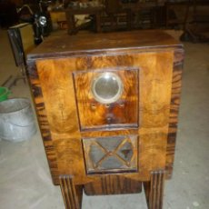 Radios antiguas: MUEBLE DE RADIO ANTIGUO . Lote 104060723