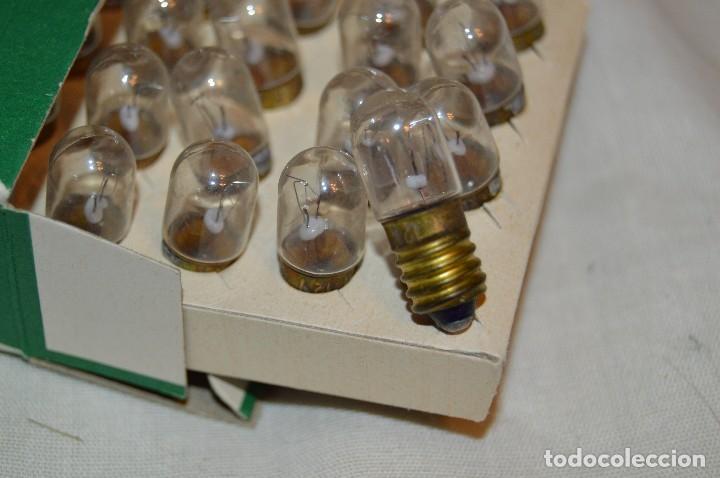 Radios antiguas: DIAL RADIO - Caja ORIGINAL, con 20 lámparas LUMEN - E 10 - 12 V / 0,10A - Ref. DR 121-E - De ROSCA - Foto 6 - 216362212