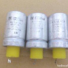 Radios antiguas: 3 X CONDESADORES ELECTROLÍTICOS 2200 MICROFARADIOS - 40V - RFT - NOS. Lote 121329131