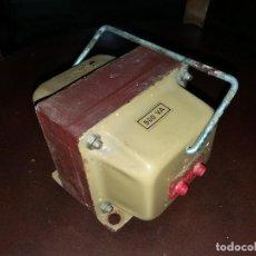 Radios antiguas: TRANSFORMADOR ELECTRÓNICO AUTOTRANSFORMADOR 125 220 VOLTIOS DECORACION MADERA 500 VATIOS CORRIENTE. Lote 121551155