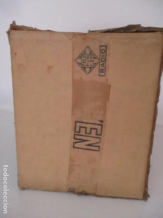 Radios antiguas: Curiosa Caja de cartón, Embalaje Antigua - Radio Telefunken Concertina A - 4176 - Años 50 - Foto 4 - 142375050