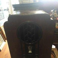 Radios antiguas: CAJA RADIO CAPILLA PHILIPS. Lote 128316943