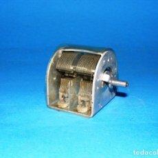 Radios antiguas: CONDENSADOR VARIABLE DE 2 SECCIONES PARA RADIO A VÁLVULAS - 2 X 530 PF.. Lote 144460434