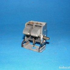 Radios antiguas: CONDENSADOR VARIABLE DE 2 SECCIONES PARA RADIO A VÁLVULAS 2 X 530 PF.. Lote 144538382
