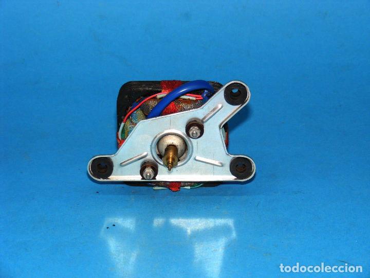 Radios antiguas: MOTOR PARA TOCADISCOS DE WALD CALYPSO. - Foto 2 - 149589146
