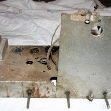 Radios antiguas: CHASIS RADIO ANTIGUA PARA REPUESTOS O RESTAURAR. Lote 153929878