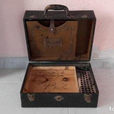 Radios antiguas: MALETA DE GRAMOLA - GRAFONOLA - PARA REPUESTOS. Lote 154842578